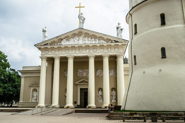 Kissing in front of Vilnius Cathedral